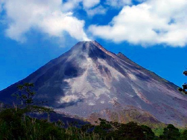 Arenal Volcano Excursions